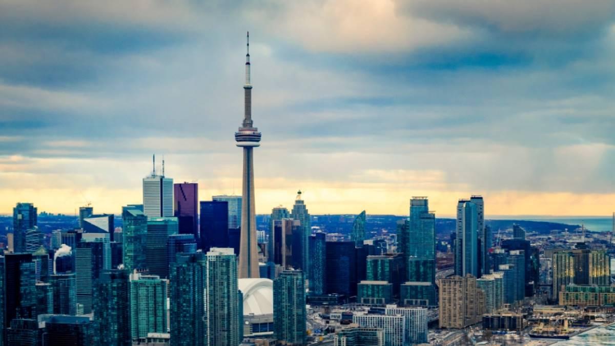 Toronto-skyline-at-night-express-entry-canada